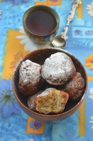 Творожные пончики с малиной