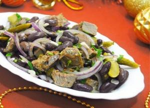 Салат с красной фасолью и телятиной