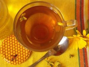 Травяной чай с мелиссой и зверобоем