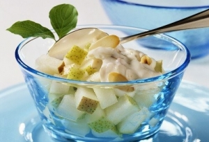 Салат с творогом и фруктами