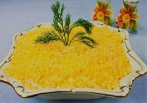Салат мимоза с тунцом консервированным и сыром