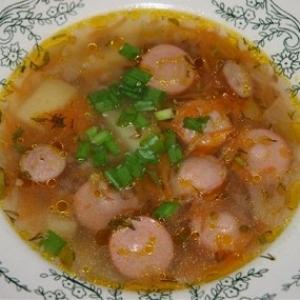 Пряный овощной суп с сосисками