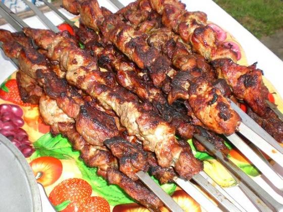 Шашлычки из индейки (курицы) с базиликом и беконом