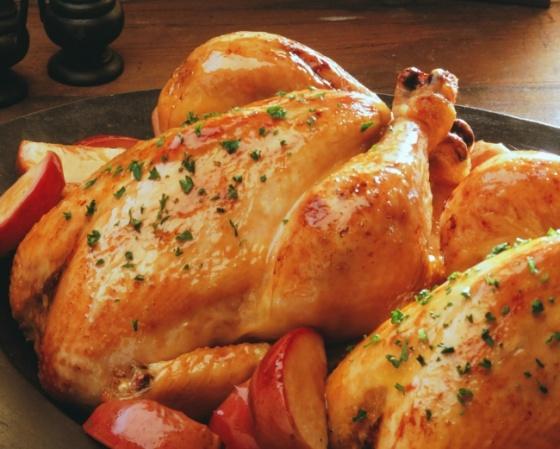 Цыпленок, фаршированный молодым чесноком